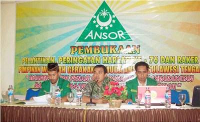 Ketua PW Ansor Sulteng Sahran Raden (Kiri), Wakil Ketua, Adha Nadjemuddin (tengah), Sekretaris, Rusdin Ahmad, saat memberikan materi penguatan kelembagaan pada Rakerwil GP Ansor Sulteng di Grand Duta Hotel Palu, 24 April 2010. (foto:zakir)